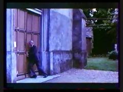 classic french : la chatte sur un doigt brulant