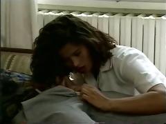 angelica bella - la doctoresse aime la double
